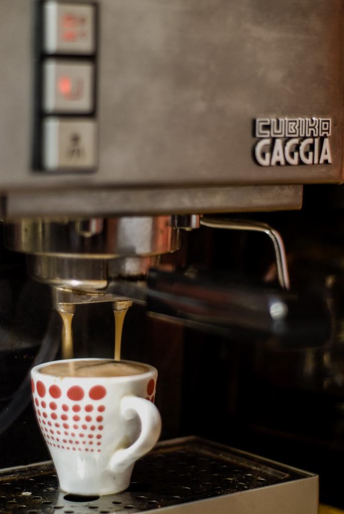 Gaggia Cafetera Preparando Taza Espresso