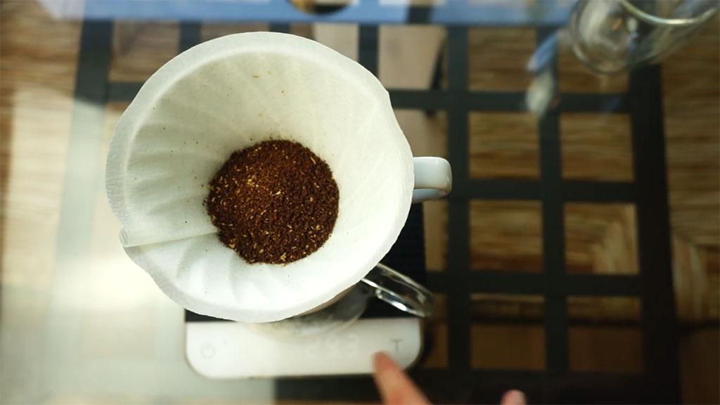 Pasos Preparar Café Hario V60 Colocar Café