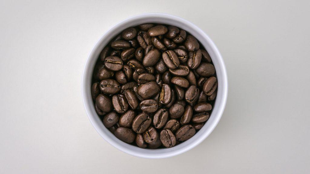 Taza De Porcelana Con Granos De Café