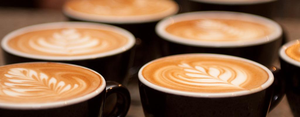Café Con Diseños De Latte Art Herramientas Y Utencilios Para Decoración De Café Espresso Barista